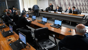 Previdência passa na CCJ do Senado e segue para última votação