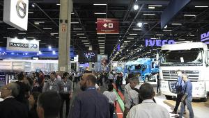 Principal feira do transporte de cargas, Fenatran movimenta mercado de caminhões