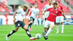 Em jogo com 3 gols anulados, Santos empata com Inter, cai para 3º e vê Flamengo a 10 pontos