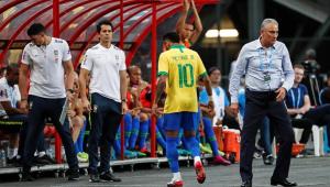 Neymar será submetido a exames em Paris após deixar amistoso com dores na coxa