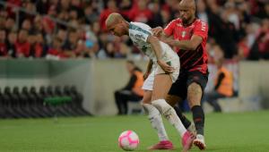 Palmeiras empata com Athletico-PR e vê Flamengo abrir dez pontos