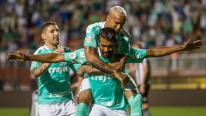 Com Bolsonaro na torcida, Palmeiras derrota o Botafogo no Pacaembu