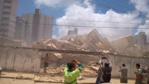Bombeiros confirmam quarta morte após queda de prédio em Fortaleza