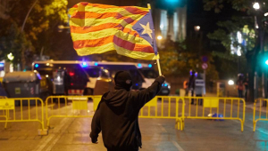 Terceiro dia de protestos na Catalunha deixa 96 feridos e prende 33