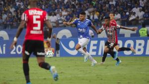 Lento, São Paulo bate recorde de passes errados em revés para o Cruzeiro