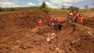 Bombeiros resgatam mais um corpo em Brumadinho